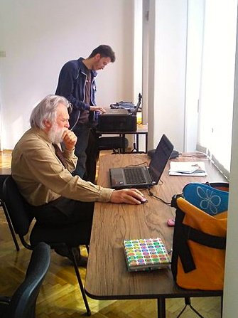 Work_in_the_office_Voglia_ Creative_Commons
